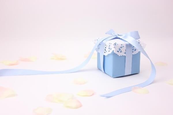 バレンタインのラッピングは100均で紙袋?マカロンを可愛く包む方法!